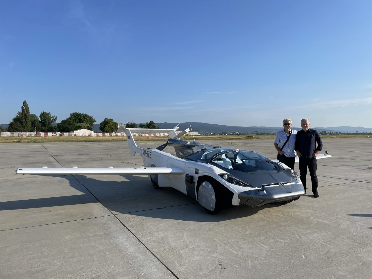 https://coreheli.com/wp-content/uploads/2021/06/klein-visions-flying-car-aircar-makes-first-ever-inter-city-flight-164300_1-1280x960.jpg